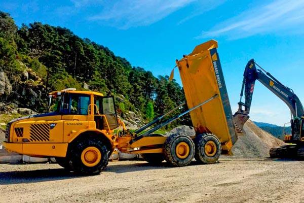 Waage Anlegg AS från norska Fitjar har idag 10 anställda och utför det mesta inom grävning och grundarbete innanför kommunerna Fitjar, Stord och Bømlo.