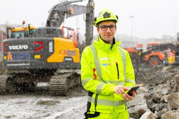 Hans Marius Eide är arbetsledare för Drange Maskins gång- och cykelvägsprojekt i norska Bergen. Eide menar att SmartDok förenklar vardagen och förbättrar dokumentationen.